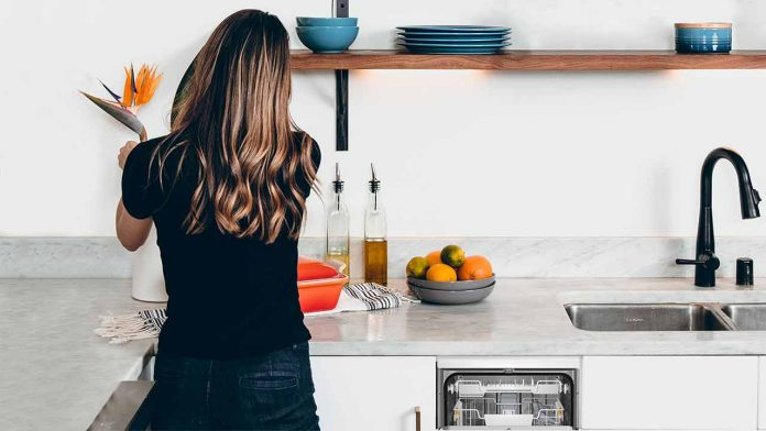 freestanding slimline 45cm width dishwasher UK